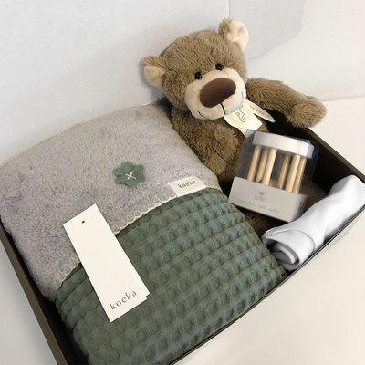 KOEKA Kraampakket met naam wiegdeken (stone green)