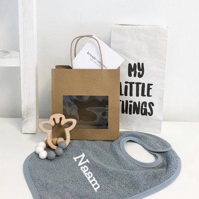 Kraamcadeau tas met naam (giraf)