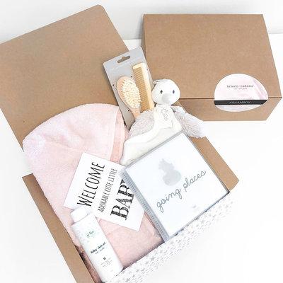 Kraamcadeau box met naam (roze)
