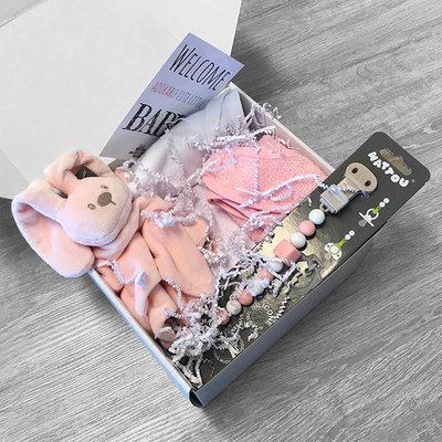 Kraamcadeau pakket met naam fopspeen (roze)