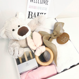 Kraamcadeau met naam geschenkset (roze)