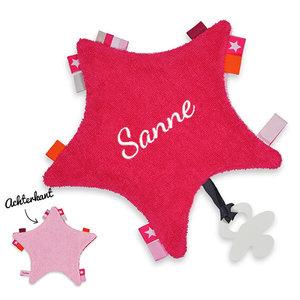 Labeldoekje ster met naam (fuchsia)